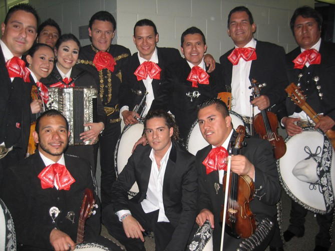 Performance with Pedro Fernandez and David Bisbal