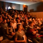 la sala estaba llena