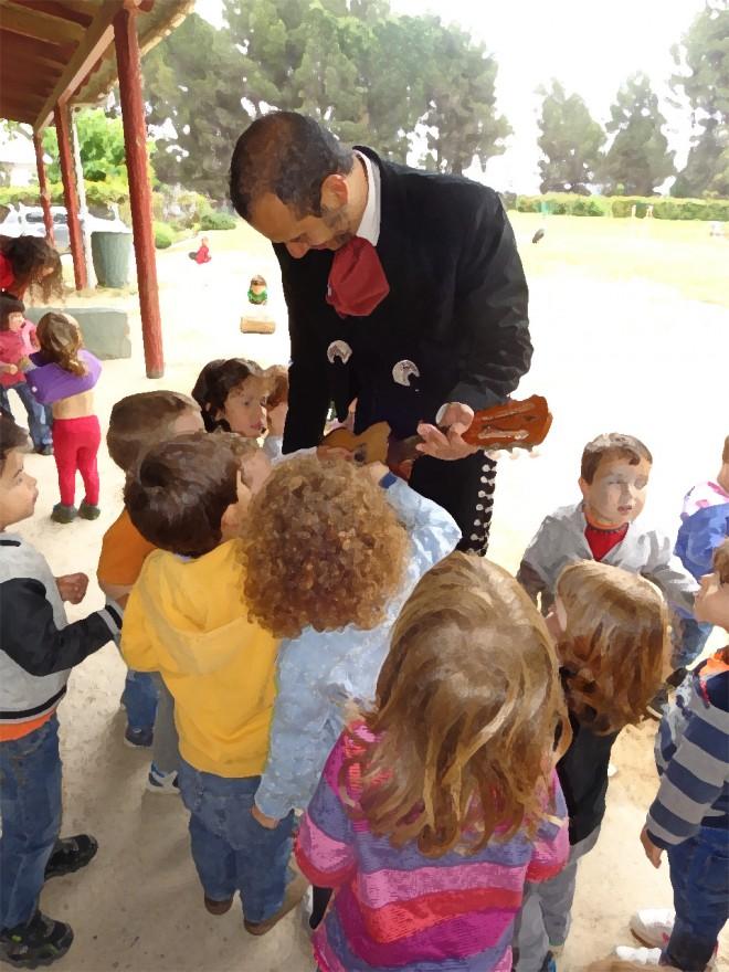 Nens interesats per la vihuela